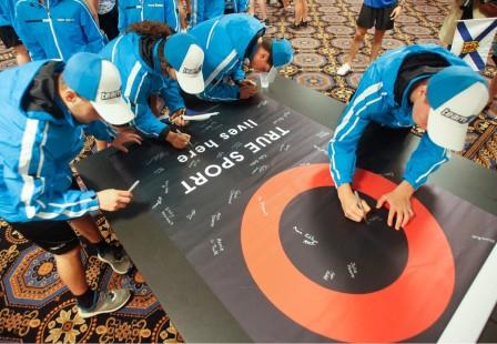 Young athletes gather to sign True Sport banner at 2017 Canada Games